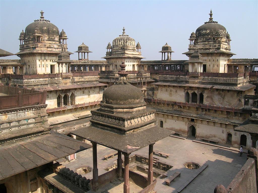 baz bahadur palace mandu
