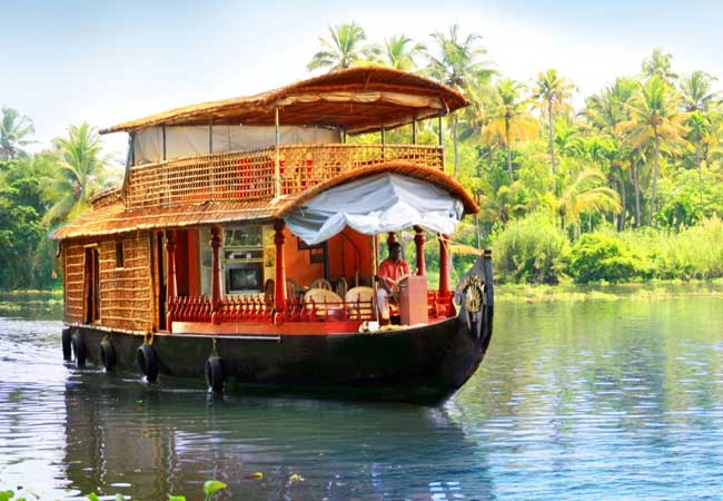 houseboat from Kumarakom to Alleppey