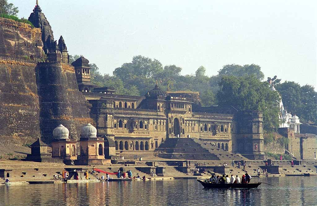 local temples in Maheshwar